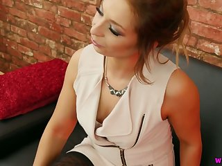 Svelte all alone nympho Jamie T wanna masturbate her own pussy
